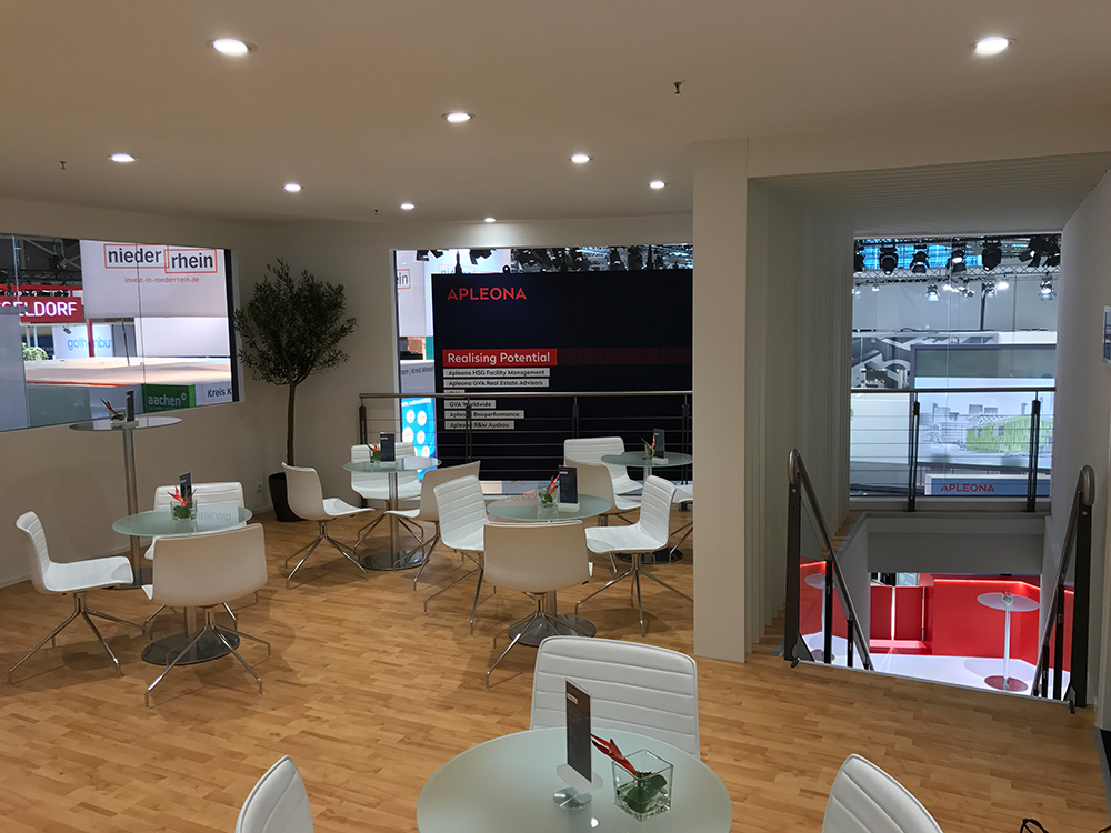 first floor meeting lounge at expo real 2017 munich with APLEONA