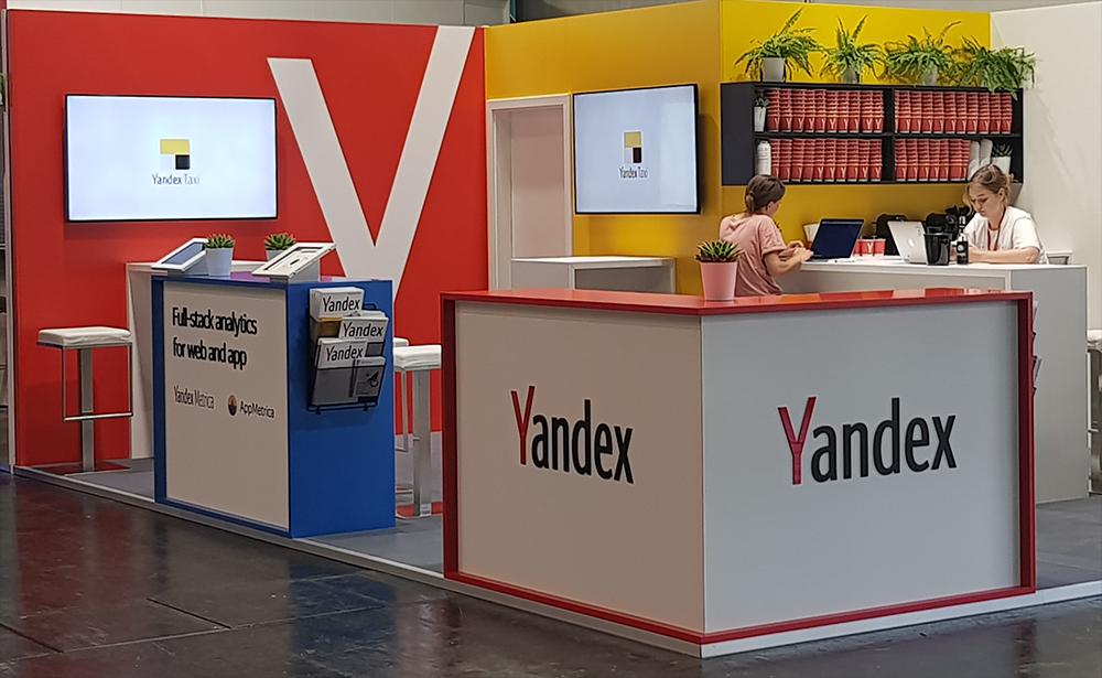 messestand in bunten farben und schönen design auf der dmexco in Köln