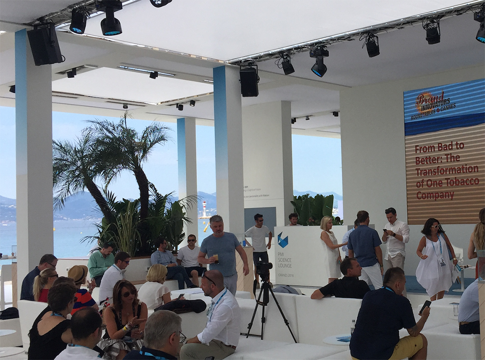 Lounge mit Sicht aufs Meer bei Festival Cannes Lions