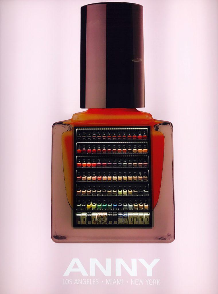 xxl nagellack Flasche von Anny mit vielen kleinen Nagellack Flaschen im Display
