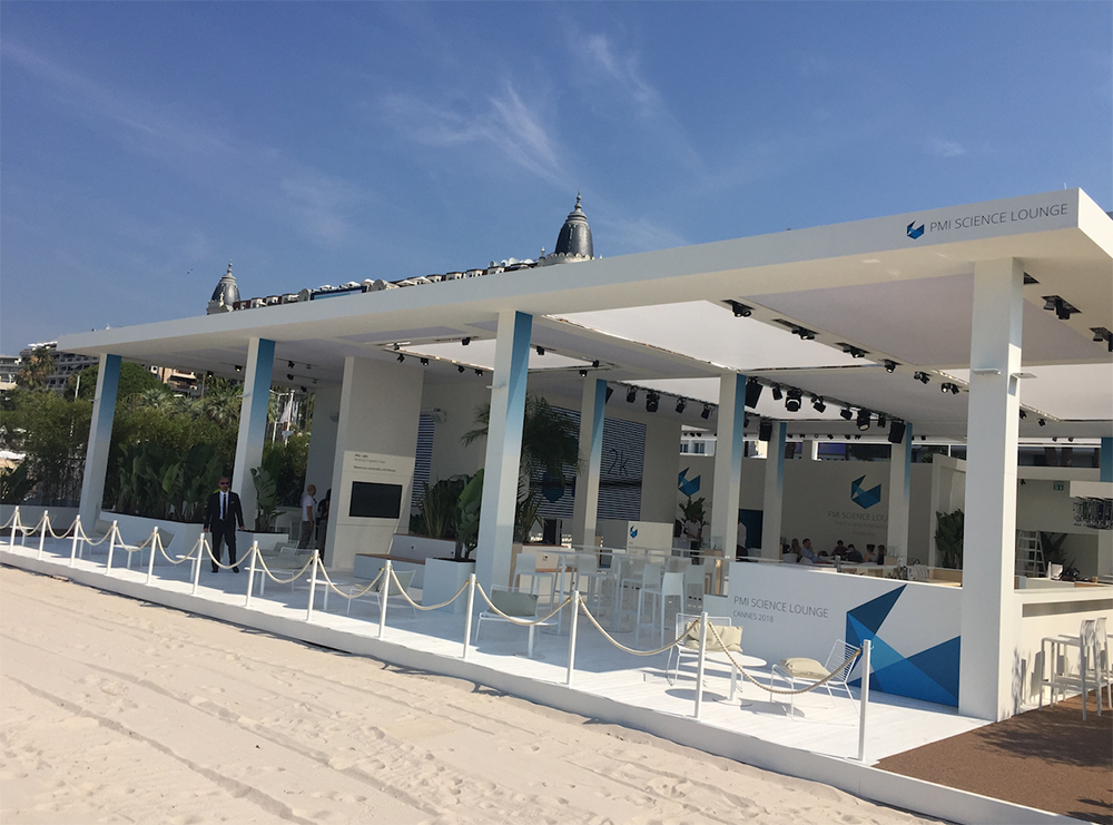 Pavillion Bar Lounge am Strand beim Event Cannes Lions